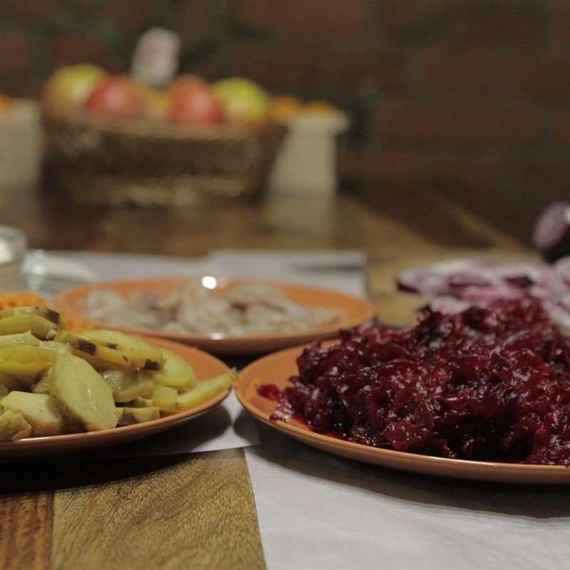 Яна Троянова поделилась фамильным рецептом селедки под шубой