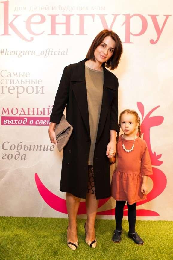 Ксения Бородина, Юлия Костюшкина и другие звезды на открытии салона
