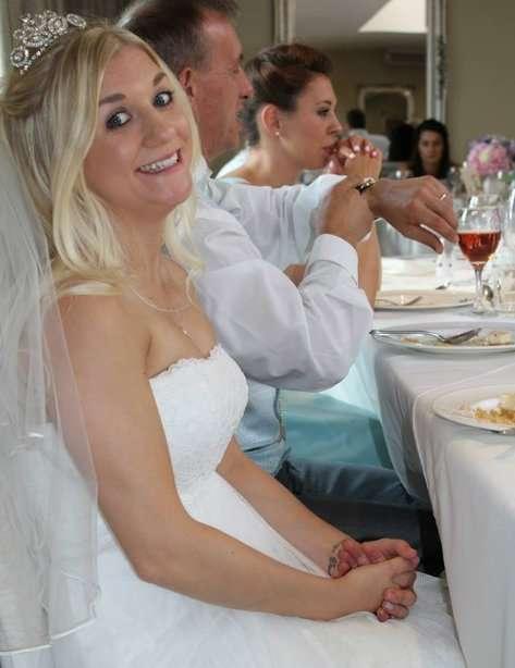 Британка продает свадебное платье для оплаты развода