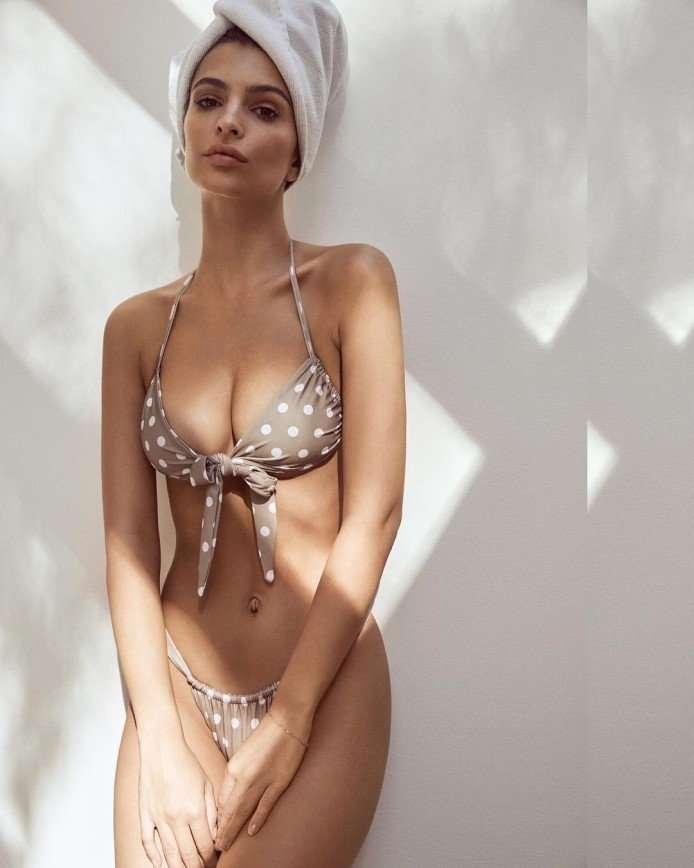 Эмили Ратаковски выпустила коллекцию купальников