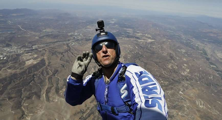 Американский экстремал прыгнул без парашюта с высоты 7,6 километра