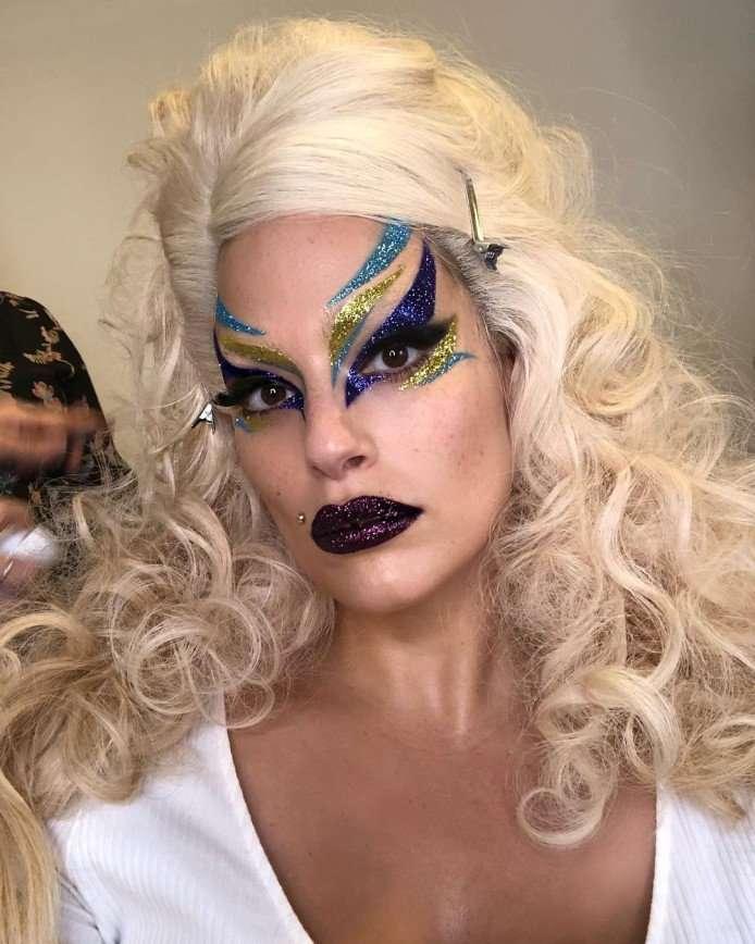 Эшли Грэм произвела впечатление арт-макияжем