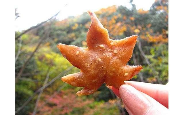 Изысканные жареные кленовые листья из Японии